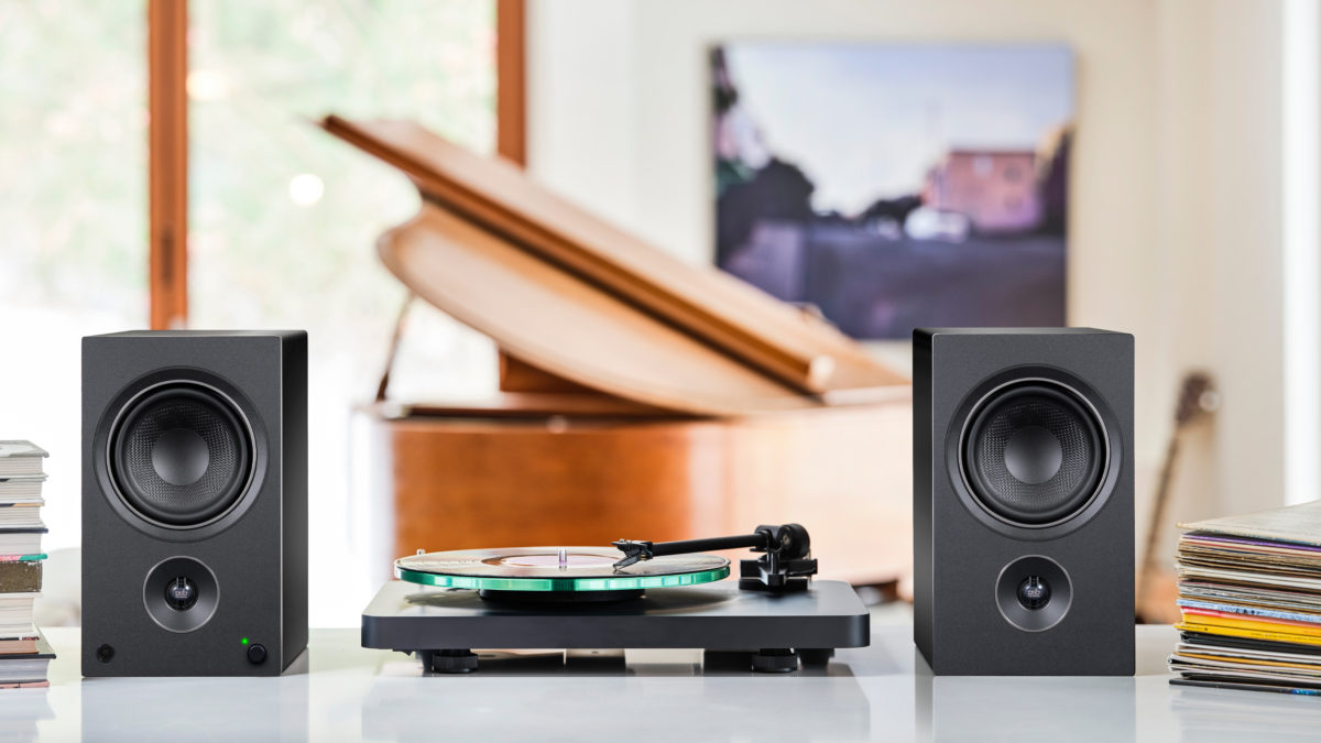 AM5 with turntable and piano